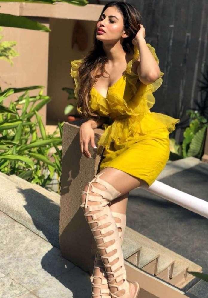 Mouni Roy hot pics
