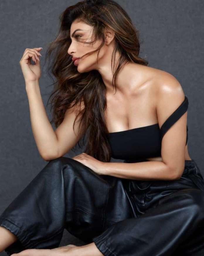 Mouni Roy sexy look