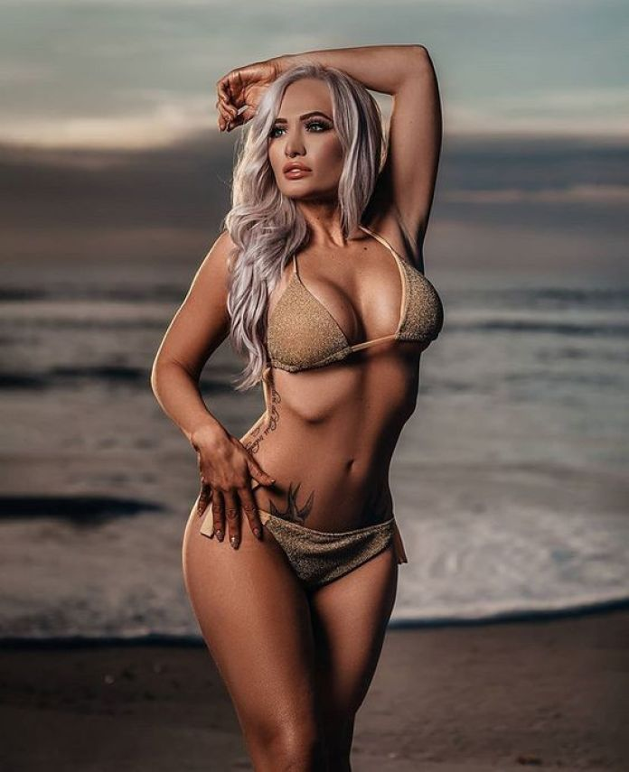 Scarlett Bordeaux bikini pics