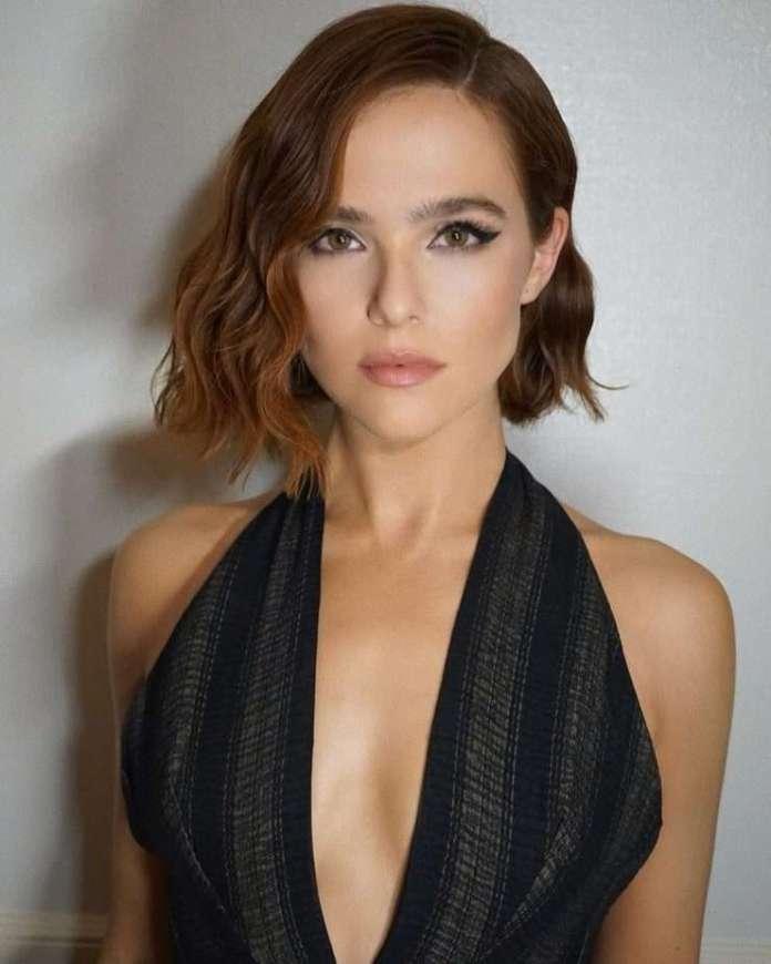 zoey deutch hot cleavage pics