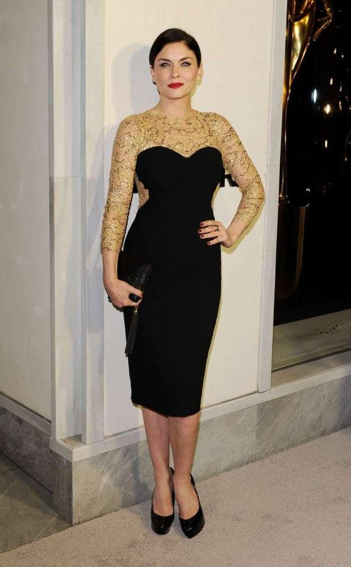 Jodi Lyn O'Keefe hot look