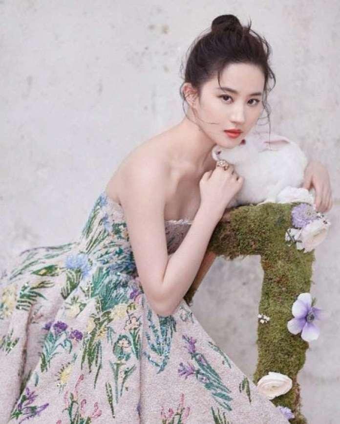 Yifei Liu hot pic
