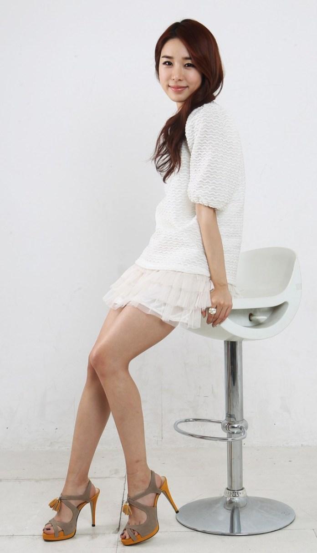 Kim Sa-rang sexy legs