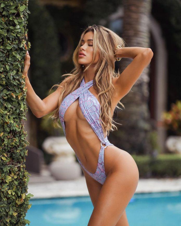Cindy Prado sexy looks