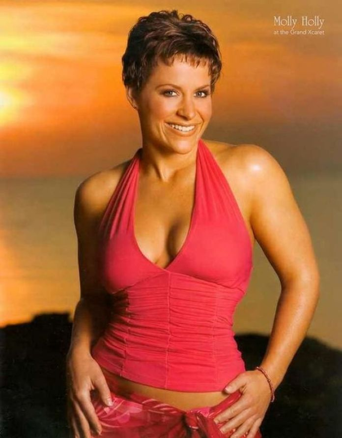 molly holly cleavage
