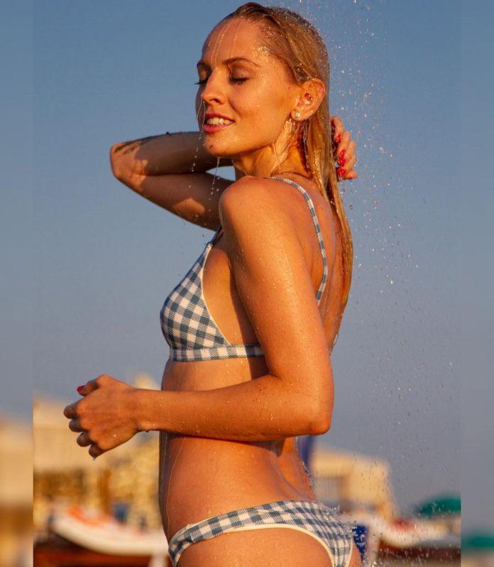 Yanina Studilina side boobs
