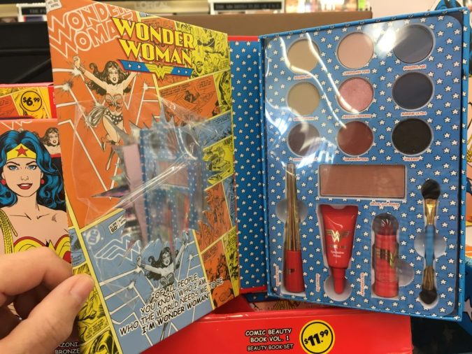 Wonder Woman Beauty Book makeup set