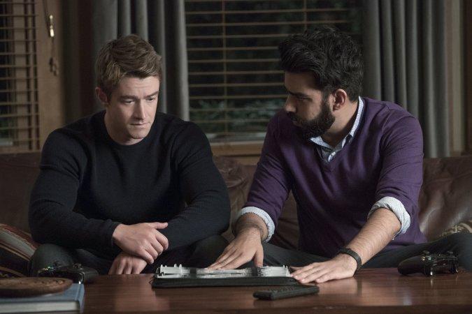 Major (Robert Buckley) and Ravi (Rahul Kohli) in iZombie season 3