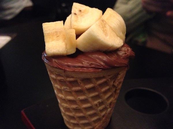 Banana com Nutella na casquinha de sorvete