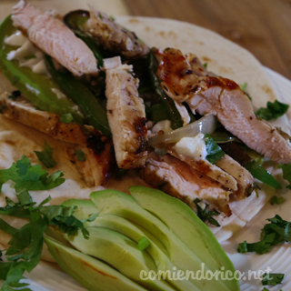 Fajitas de Pollo Con Salsa de Chile Habanero