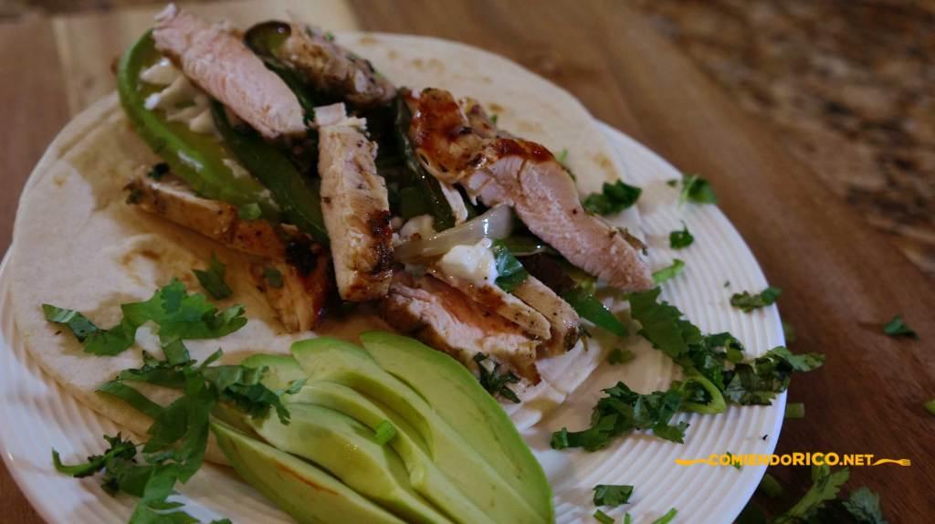 fajitas de pollo, salsa el yucateco, chiles habaneros, comiendo rico