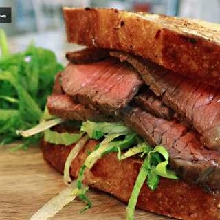 steak sandich, comiendo rico