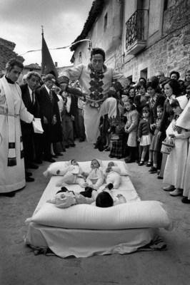 SPAIN. Castrillo de Murcia. 1975. The colacho.