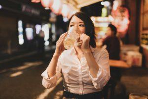 女性のひとり飲み
