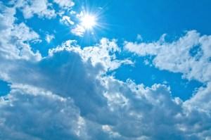 雲と気持ちの良い日差し