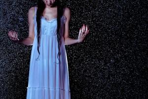 雨とドレス