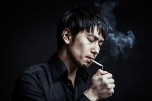 タバコに火をつける