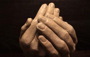 hands-1201826_640