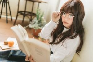 読書中の文系女子