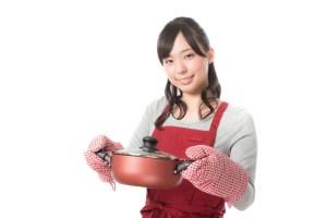 ご飯作ってる女