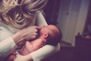 赤ちゃんをあやす夢
