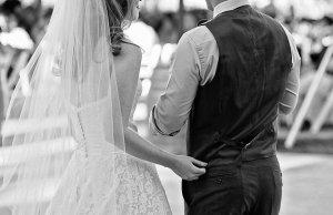 結婚式で邪魔される夢