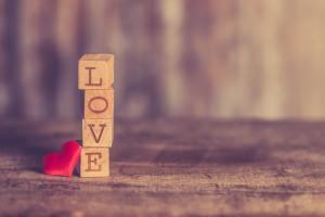 「好き」など愛情表現の言葉を使う気にはならない