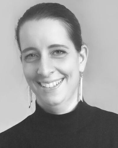 Simone Toschkoff, Bakk.
