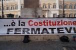 Striscione 12 aprile 2016 presidio io difendo la Costituzione piazza Montecitorio