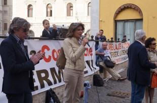 Anna Falcone 12 Aprile 2016 piazza Montecitorio presidio in difesa della Costituzione