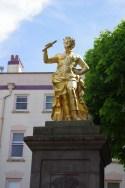 Statue du roi George II (1751) sur la place du Vieux marché !