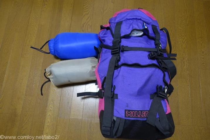 防災持ち出し用のバックパックと寝袋