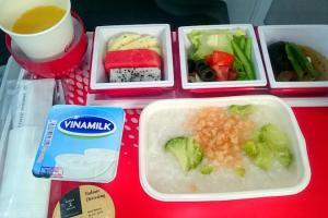JL70 エコノミークラス機内食