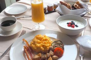 Capella Singapore in room breakfast