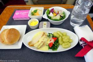 日本航空 JAL913 羽田-沖縄 国内線ファーストクラス機内食 全景