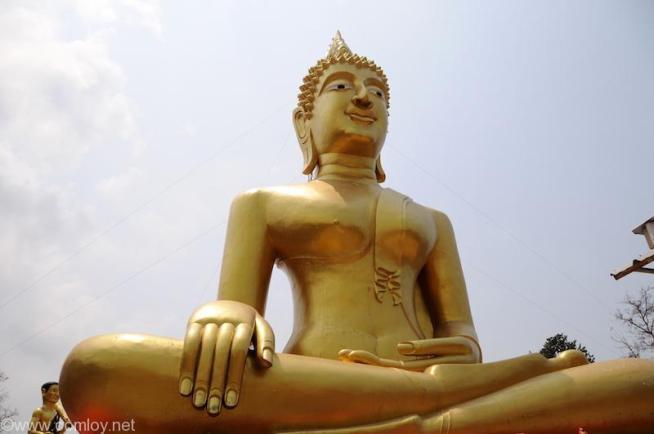 パタヤ ワット・プラ・カオ・ヤイ(Wat Phra Khao Yai)のビックブッダ