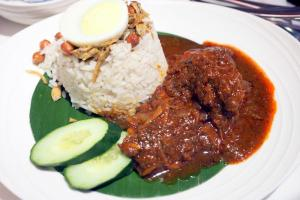 MAIN COURCE MALAYSIAN FAVOURITES NASI LEMAK Coconut rice, ikan bilis and prawn sambal and traditional accompaniments