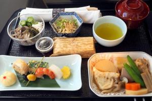 日本航空 JL98 台北(松山) - 羽田 ビジネスクラス機内食
