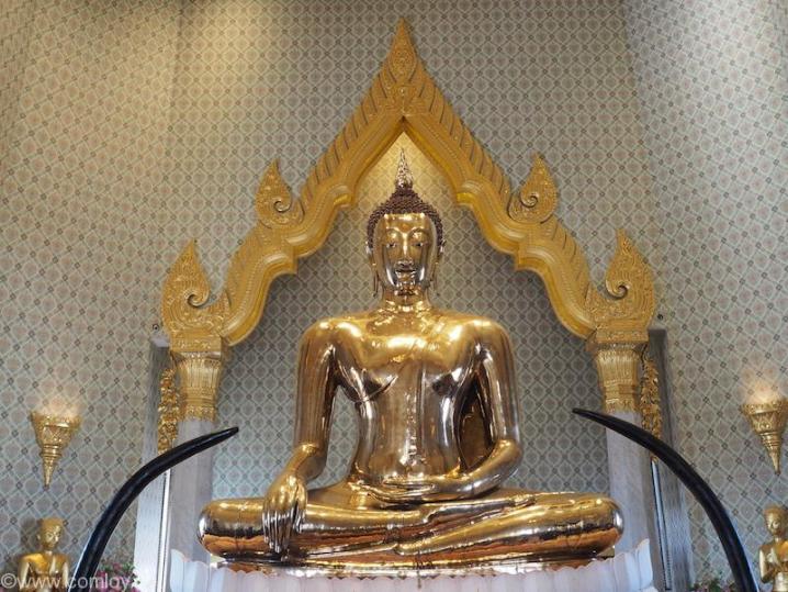黄金仏(The Golden Buddha Temple Tri Mit Road Bangkok Thailand)