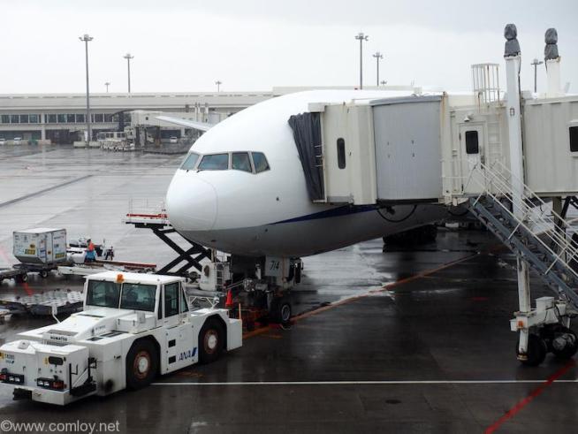 全日空 ANA996 沖縄 - 羽田 JA714A Boeing777-281 28276/523 2005/6