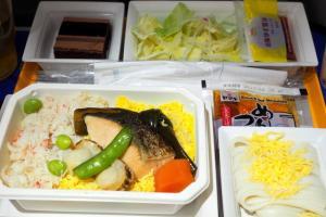 全日空 NH803  成田 - シンガポール プレミアムエコノミー 機内食 全体