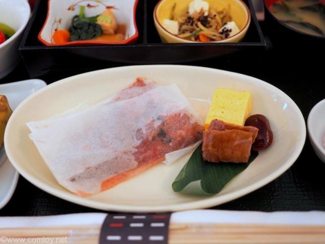 日本航空 JAL902 那覇 - 羽田 国内線ファーストクラス機内食 台の物 ホッケ梅香味焼