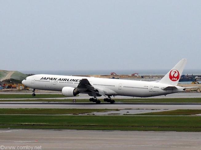 JA8944 Boeing777-346 28396/212 1999/04