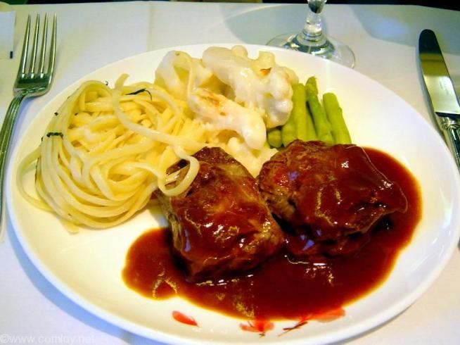 China Airline CI18 TAIPEI - NARITA First Class 機内食 Main cource veal loin saltimbocca with marsala sauce