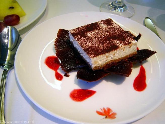China Airline CI18 TAIPEI - NARITA First Class 機内食 Dessert Cappuccino cake with raspberry sauce