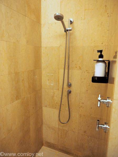 Changi Airport Terminal 1 Qantas Singapore Lounge Shower Room