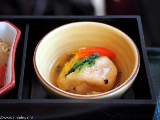 日本航空 JAL915 羽田 - 沖縄 ファーストクラス機内食 飛龍頭トリュフ餡掛け