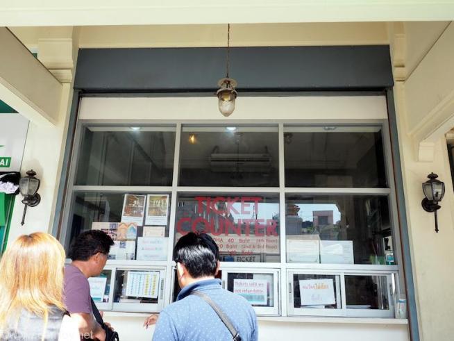 Wat Tri Mit Ticket Counter