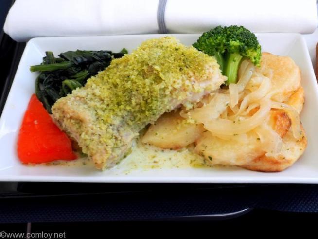 全日空 NH853 羽田 - 台北(松山)ビジネスクラス機内食 メインディッシュ 北海道産桜姫鶏もも肉のソテー バジルクリームソース
