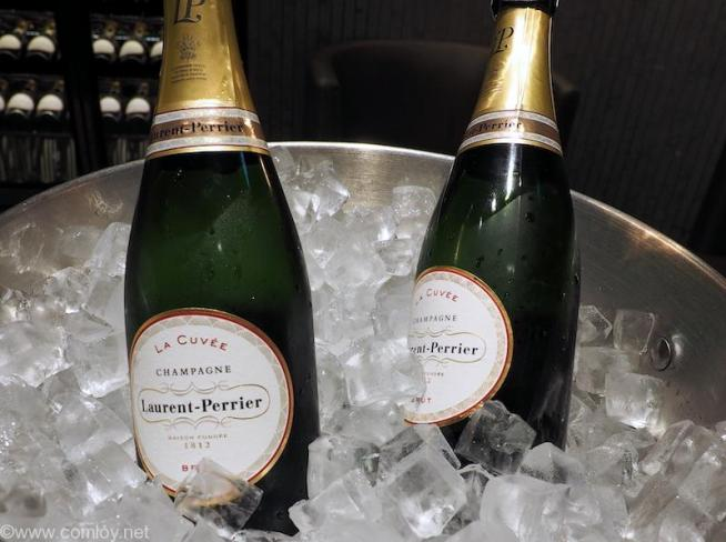 """JAL First Class Lounge """"RED SUITE"""" Laurent-Perrier"""